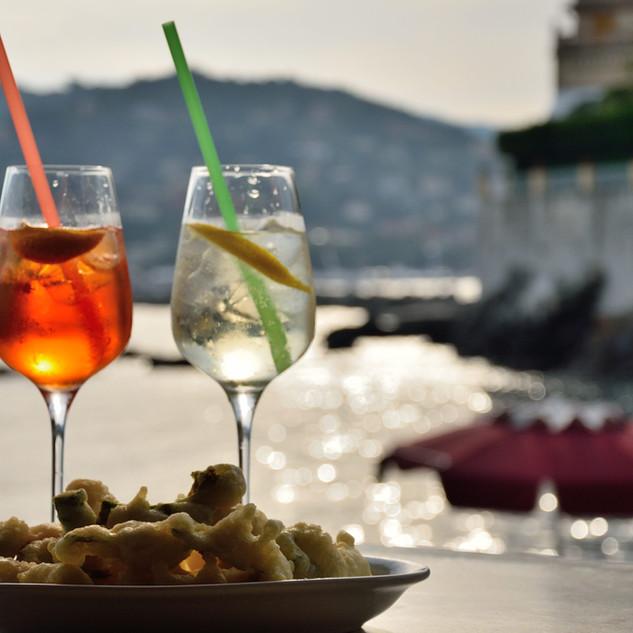 L'aperitivo in riva al mare.