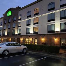 Wingate Hotel - uplighting