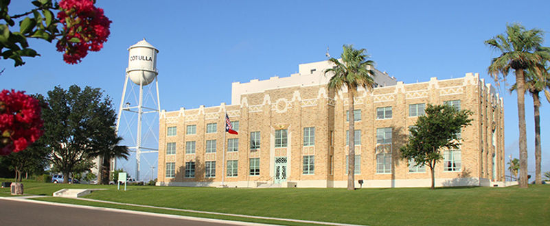 articulo_panoramic-cotulla-courthouse.jpg