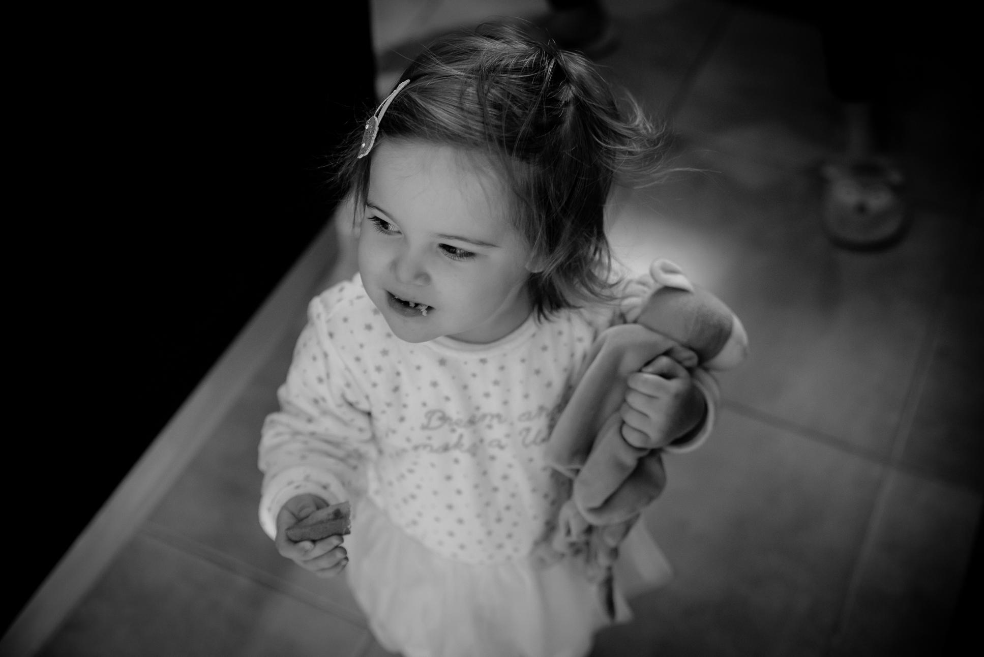 Bébé vole un gâteau