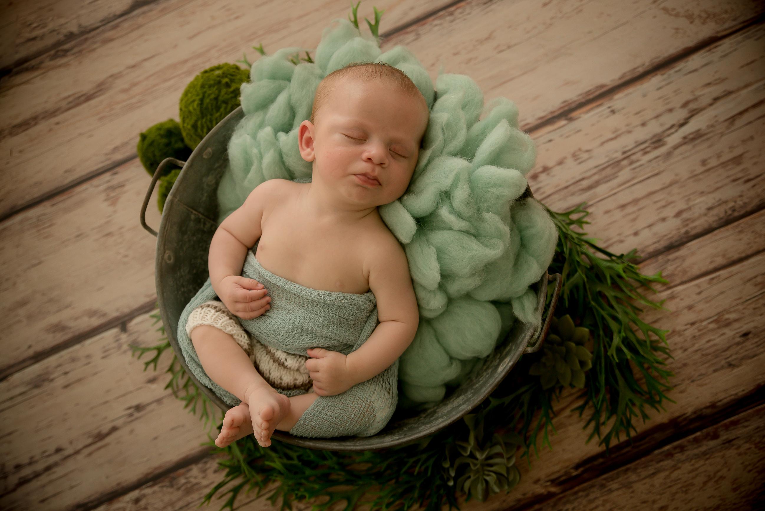 bébé dans une bassine