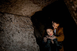 Couple dans une grotte