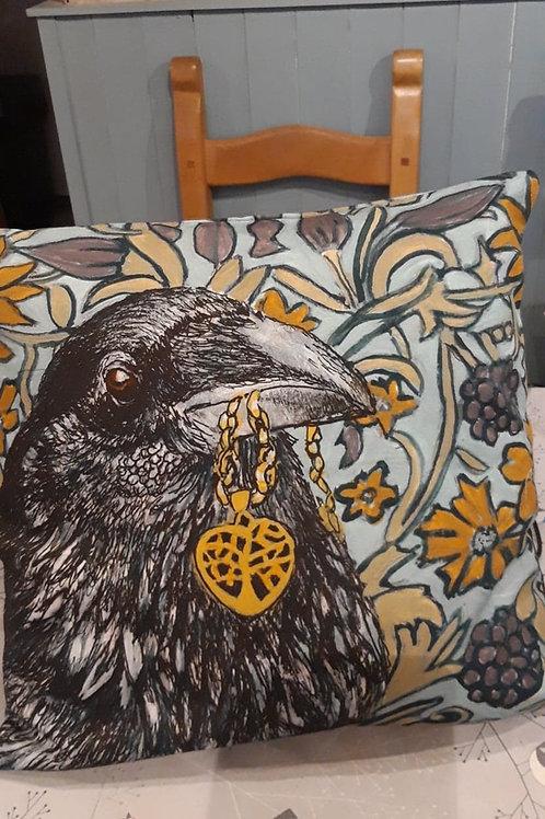 Cushion Raven