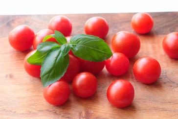 tomaatit ja basilika.jpg