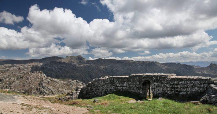 1-Castelo-de-Castro-Laboreiro-1-710x375.