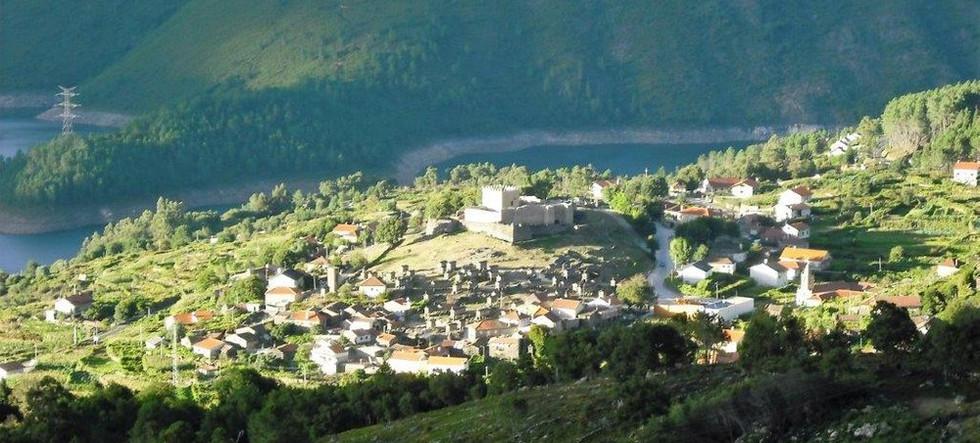 pt-castelo-lindos-espigueiros-aldeia-rur
