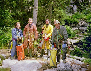 Jo Hughes, Lee Hollis, Dave Briggs & Alan Steans at the entrance to the Gouffre Berger