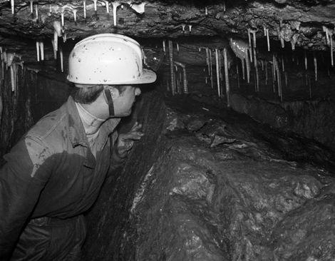 Peter Warwick in Main Passageway Carlswark Cavern, Stoney Middleton.
