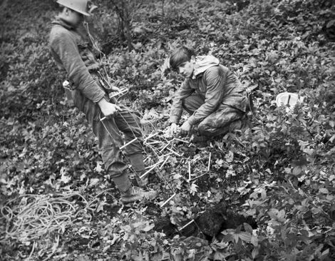 Barry Saxton and Peter Warwick rigging a mine shaft Slinter Wood, Via Gellia, Cromford.