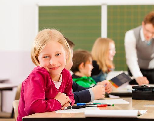 Dívka v učebně
