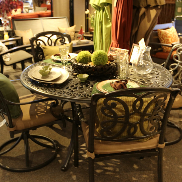 Hanamint Molise Round Dining Set