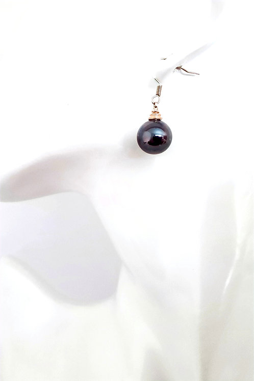Large Black Peacock Round Shell Pearl Earrings in Silver