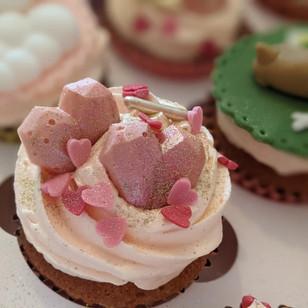 Geo Hearts Cupcakes