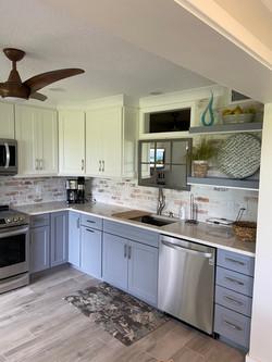 Kitchen 2-tone..