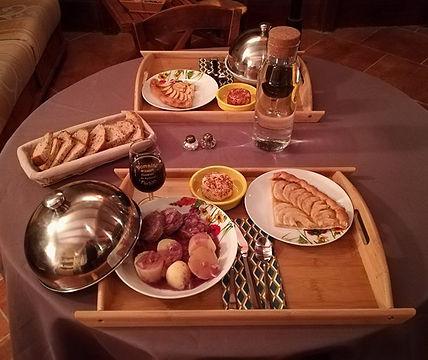 Table d'hôte prohe de Lyon plats locaux fait maison