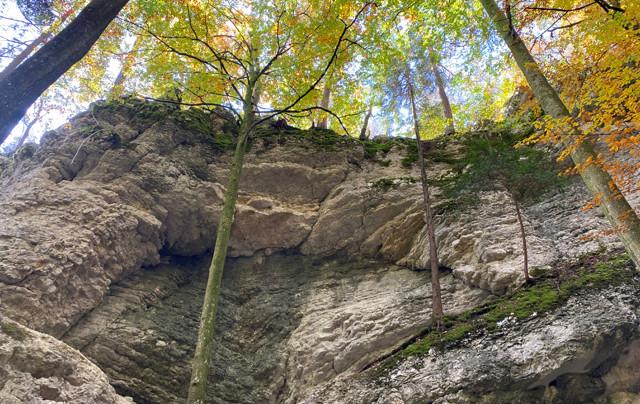eindrückliche Felswand