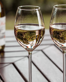 Deux coupes à vin