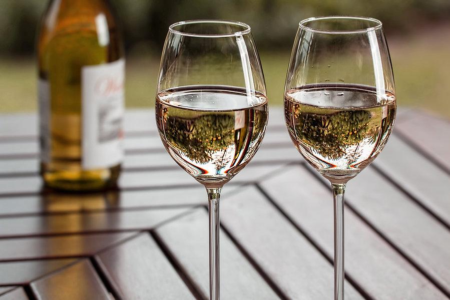 2つのワインカップ