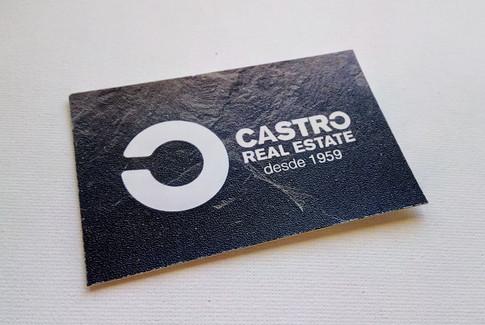 Diseño de tarjeta corporativa para los ejecutivos de la compañía. Tiene una textura de piedra pizarra y un porte elegante para diferenciarla del resto de tarjetas.