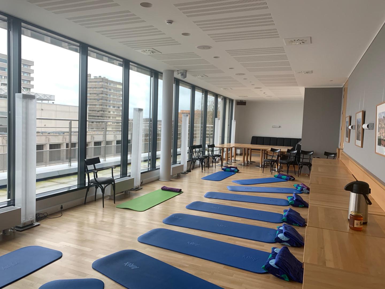 Yoga de l'Energie en entreprise - salle prête pour la pratique