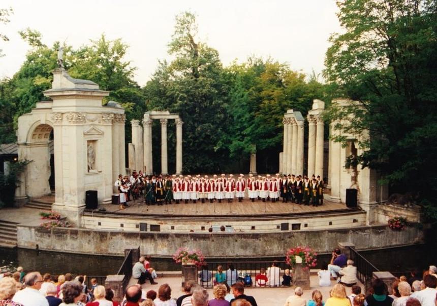 Karolinka 1990s LazienkiPL.jpg