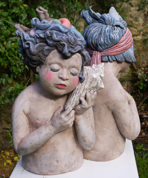 Souvenirs salés est une série de bustes de jeunes enfants.  Hauteur : entre 35 et 40cm.