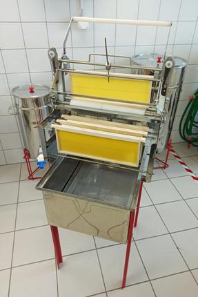 Méthode de désoperculation avec une machine manuelle