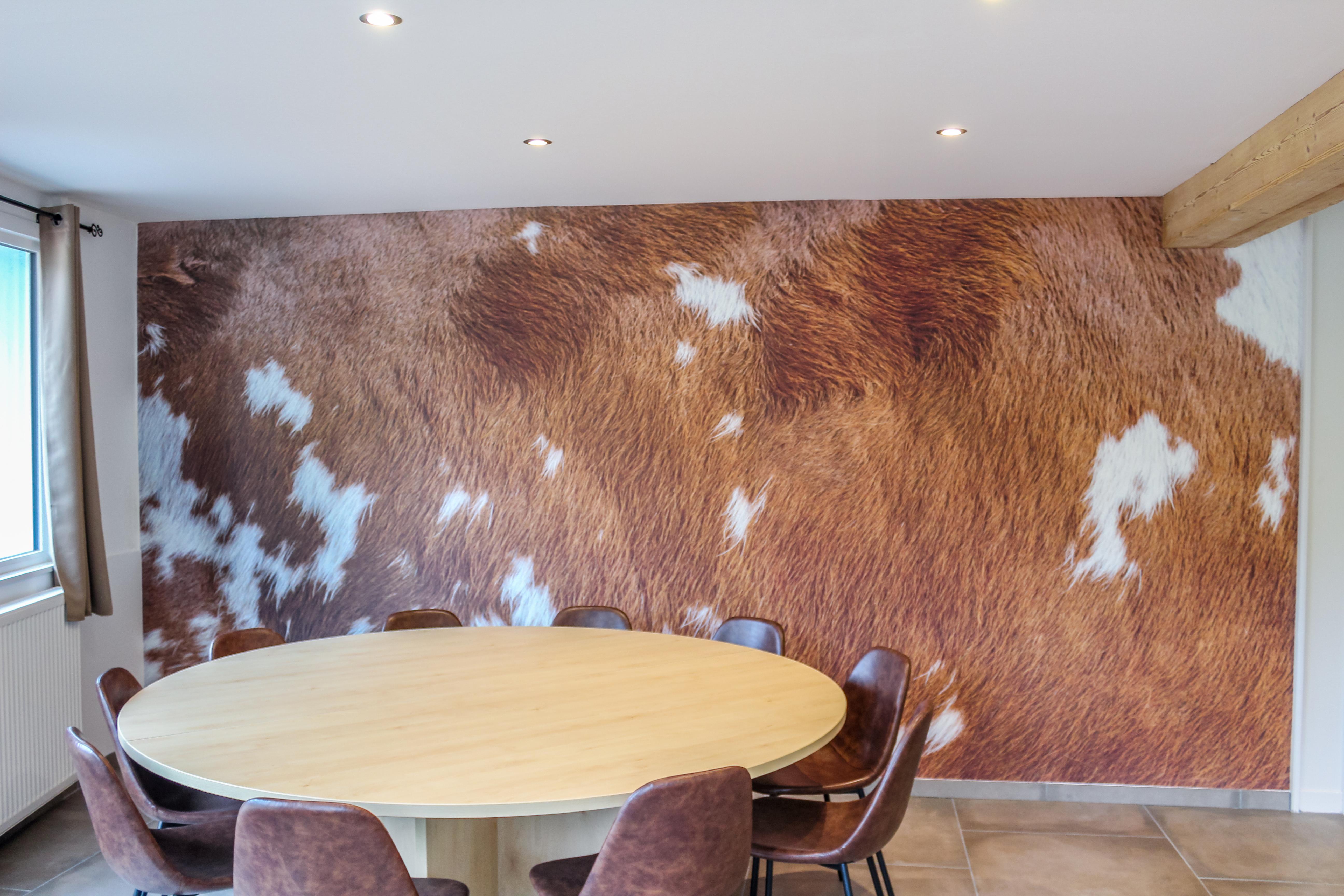 Table salle à manger, décor peau de vach