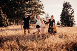 boka-familjefotograf-fjaras-bracka-tales