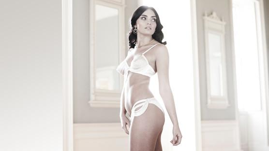 Advertising Photographer lingerie jewell