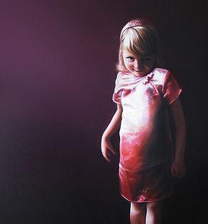 portret meisje roze jurkje geschilderd door Debora Makkus, portrait painting girl pink silk dress