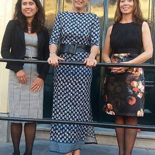 HKH prinses Laurentien geflankeerd door Kris Schiermeier en Debora Makkus