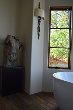 Los Angeles : Womans Bathroom