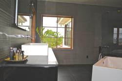 Los Angeles : Mans Bathroom