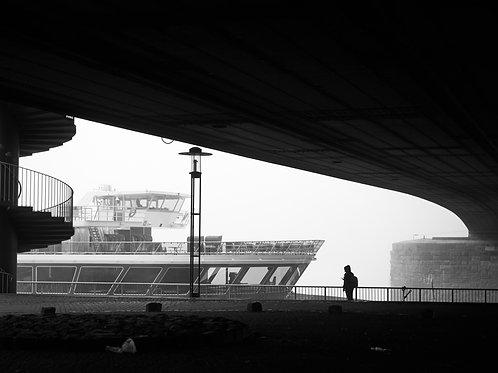 Nebel in Köln am Rhein (Schwarzweiß Poster)