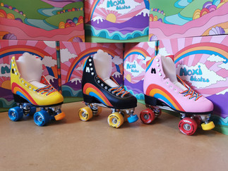 Unboxing and First Impressions:           Moxi Rainbow Rider Roller Skates