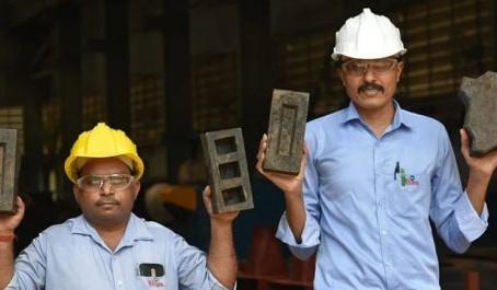 В Индии изготовили кирпич из пластика и песчаной пыли (видео)