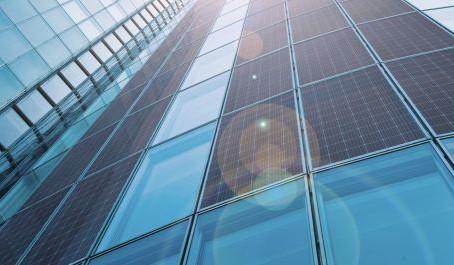 В России возведут первую новостройку с солнечными панелями на фасадах