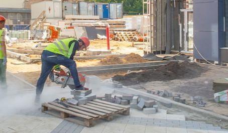 Эксперты оценили динамику зарплат строителей
