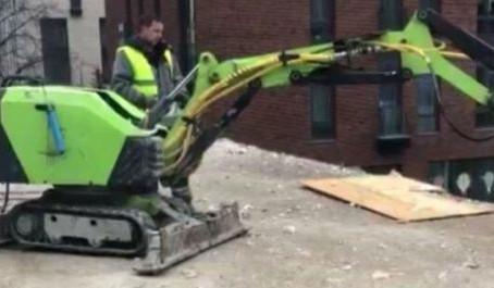 В Москве роботы снесли самострой