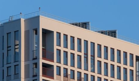 В Новосибирске построили многоэтажку с солнечными панелями (фото)