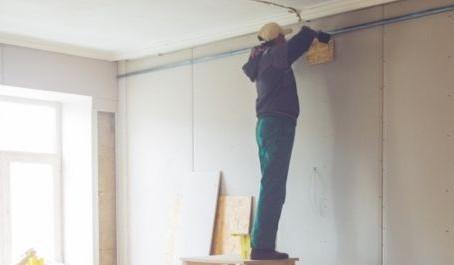 Какие работы при ремонте квартир и домов россияне делают сами