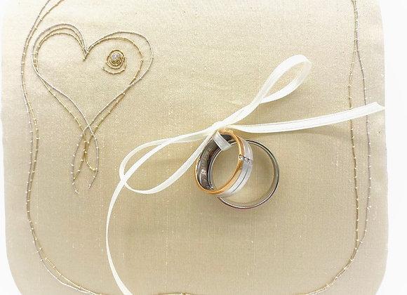 "Ringpolster ""Hugging Hearts"" - Gold & Silber & Brillant"