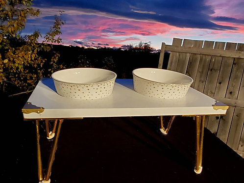 Medium Ceramic Bowls and Stand in gold and white.