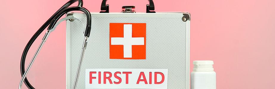 Førstehjelp boksen på rosa BG