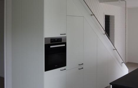 Küche unter Treppe