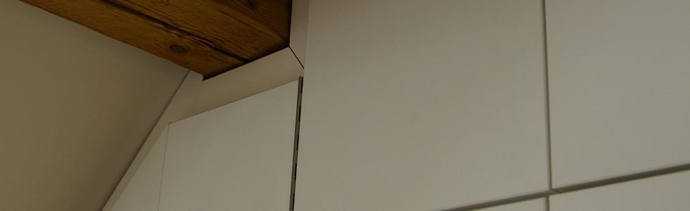 Schrank in Dachschräge