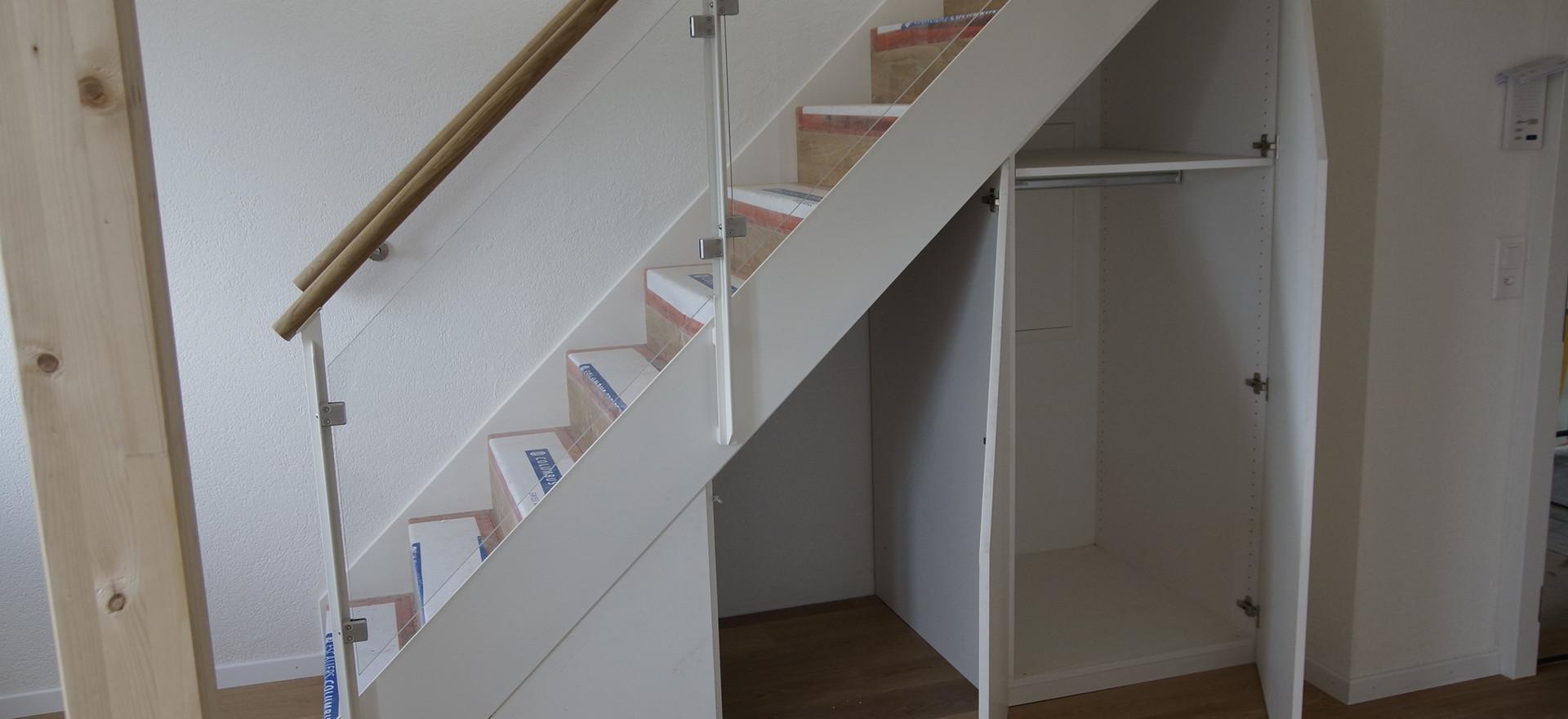 Schrank unter Treppe