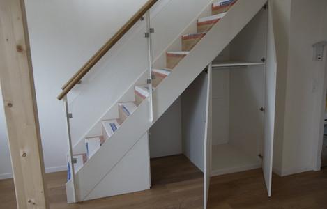 Einbauschrank unter Treppe 2.jpg