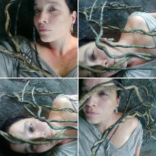 Autorretrato com raízes voadoras